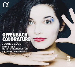 Avec un talent certain, Jodie Devos chante des airs d'opéra d'Offenbach