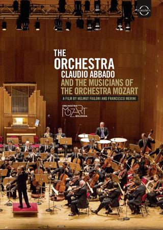 un portrait de Claudio Abbado et des musiciens de l'Orchestre Mozart