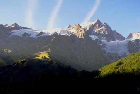Glaciers de La Meije au petit matin, photographiés par Bertrand Bolognesi