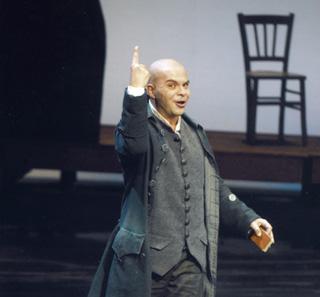 Éric Martin-Bonnet est Leporello (Don Giovanni) à l'Opéra-Théâtre d'Avignon