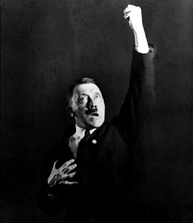 l'un des nombreux portraits théâtraux d'Adlof Hitler par Heinrich Hoffmann