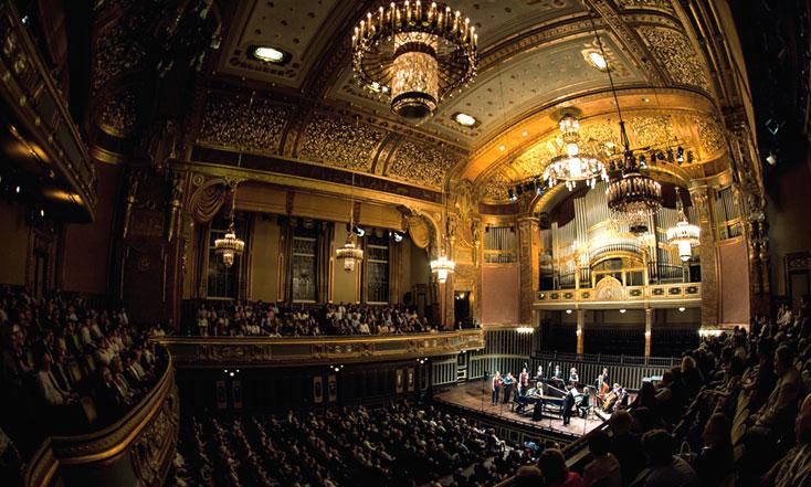 la somptueuse salle de concert de l'Académie Ferenc Liszt de Budapest