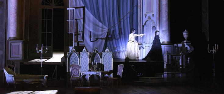 à l'Opéra Bastille (Paris), Adriana Lecouvreur de Cilea, vu par David McVicar