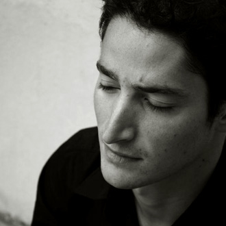 le jeune pianiste Antoine Alerini joue Michaël Levinas au Festival Messiaen