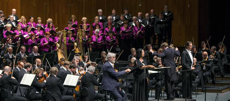 création mondiale d'Halleluja–Oratorium balbulum d'Eötvös, à Salzbourg