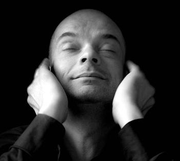 le pianiste Jean-Luc Ayroles se produit avec l'ensemble TM+ à Nanterre