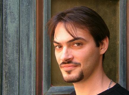 le jeune baryton Jean-Luc Ballestra photographié par Bertrand Bolognesi