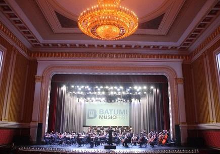 Théâtre à l'italienne de la cité côtière de Batoumi, en Géorgie