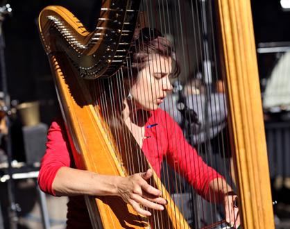 la harpiste Hélène Breschand joue Luc Ferrari et Kasper T. Toeplitz à Lyon