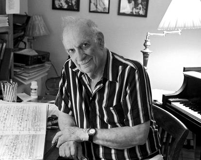 le compositeur étatsunien George Crumb, joué par Toros Can à Paris