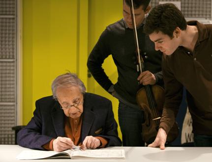 Pierre Boulez travaillant à son Livre pour quatuor avec les musiciens de Diotima