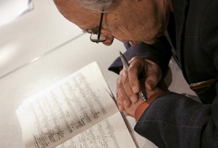 Pierre Boulez travaillant à la révision de son Livre pour quatuor