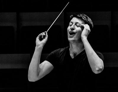Duncan Ward dirige l'Ensemble Intercontemporain à la Cité de la musique (Paris)