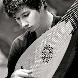 le tout jeune et excellent luthiste Thomas Dunford, en Avignon (mars 2016)