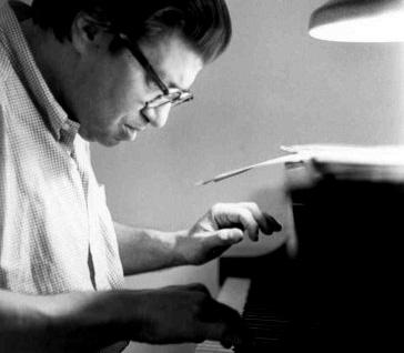le comositeur américain Morton Feldman (1926-1987) photographié par Irene Haupt