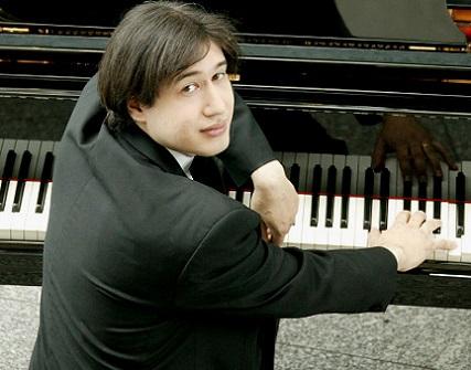 le pianiste Amir Tebenikhin, lauréat du Concours Goerge Enescu de Bucarest