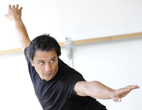le danseur et chorégraphe Kader Belarbi répète La reine morte à Toulouse