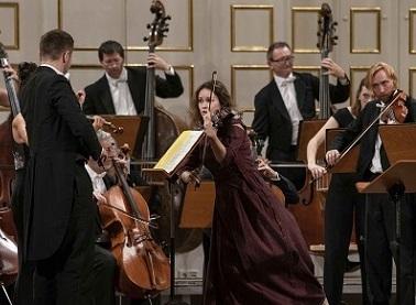 "Patricia Kopatchinskaïa joue ""Concerto funebre"" (1939) d'Hartmann à Salzbourg"
