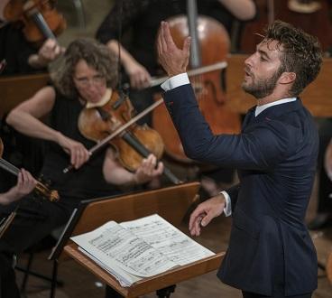 Le jeune Lorenzo Viotti joue Bartók avec la Camerata Salzburg