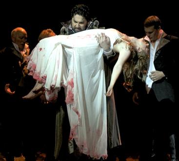 Patrizia Ciofi est Lucia di Lammermoor (Donizetti) à l'Opéra de Marseille