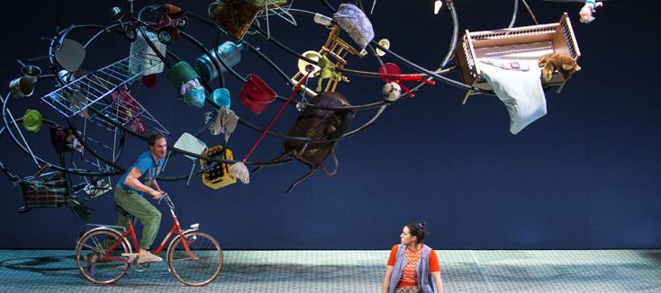 à Genève, Laurent Pelly met en scène Le médecin malgré lui, opéra de Gounod