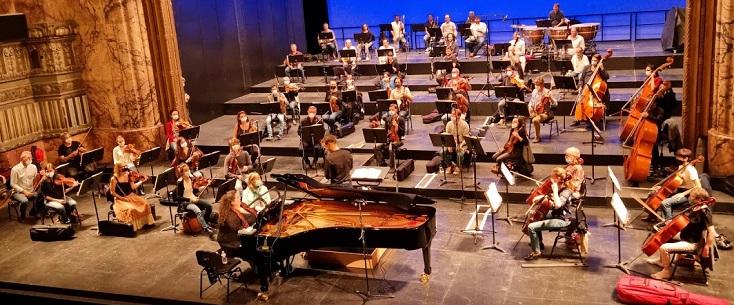 À Marseille, la pianiste russe Plamena Mangova joue le Concerto de Grieg
