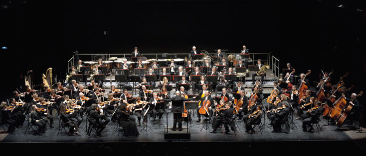 l'Orchestre national d'ïle-de-France au grand complet, avec Enrique Mazzola