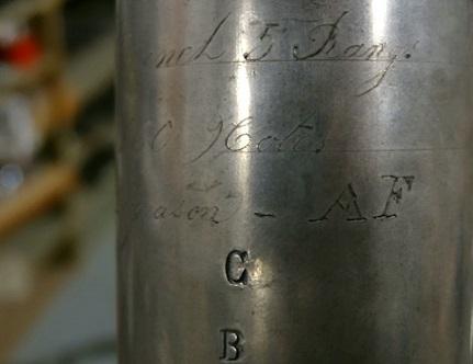 délicate gravure sur un tuyau du grand Cavaillé-Coll de l'Auditorium de Lyon