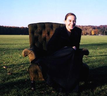 la jeune violoniste Carole Petitdemange, photographiée par Maïa Brami