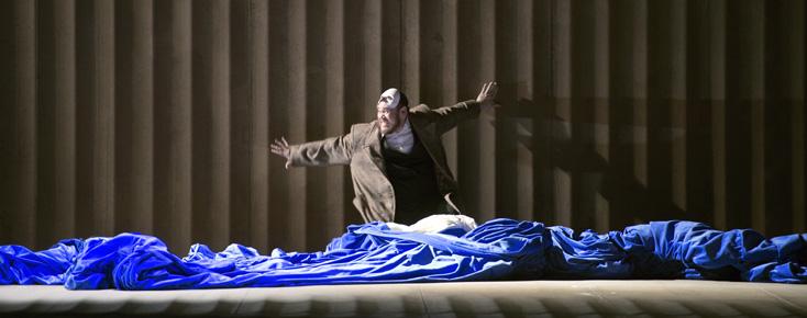 à l'Opéra national de Paris, Quinn Kelsey est Rigoletto (Verdi)