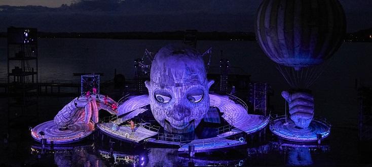 """Étonnant """"Rigoletto"""" (Verdi) au Bregenzer Festspiele 2019 !..."""