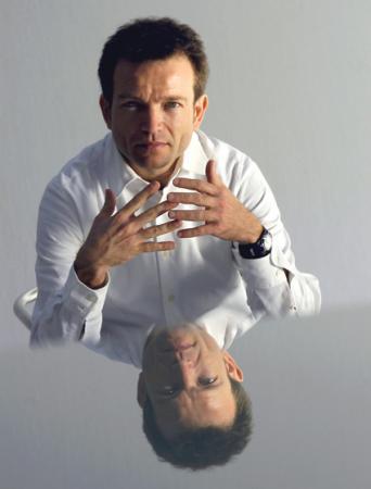 le chef et claveciniste français Christophe Rousset par Eric Larrayadieu