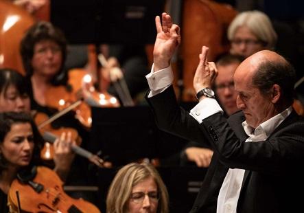 Peter Rundel dirige le Südwestrundfunk Sinfonieorchester à Donaueschingen