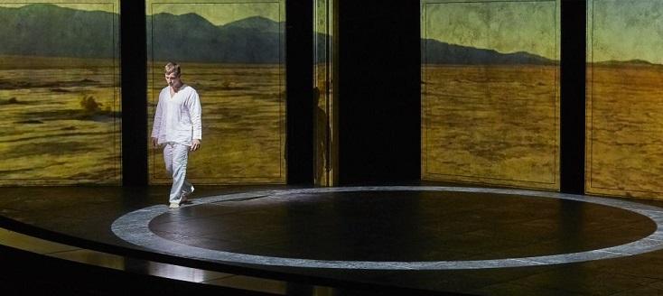 Dans le rôle-titre, le jeune baryton Georg Festl évite tout ton compassé