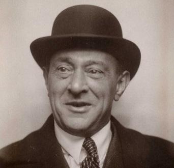 Arnold Schönberg en 1930, à Berlin, trois ans avant l'exil américain