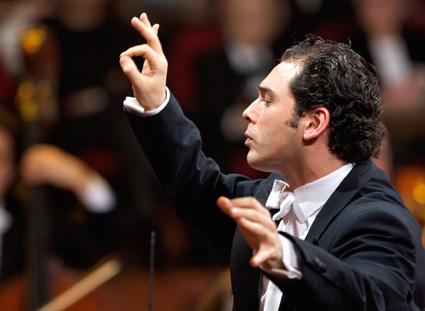 Tugan Sokhiev dirige l'Orchestre du Capitole à Paris