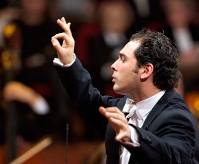 Tugan Sokhiev dirige son Orchestre national du Capitole à la Salle Pleyel