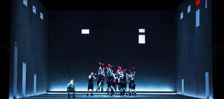 """Bob Wilson met en scène """"Le trouvère"""", en version française, au Festival Verdi"""