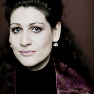 en Alcina (Händel), Anja Harteros se révèle assez maladroite et trop froide