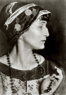 la poétesse russe Anna Akhmatova photographiée en 1922