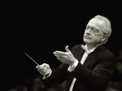 le chef d'orchestre polonais Antoni Witt photographié par Esc Key