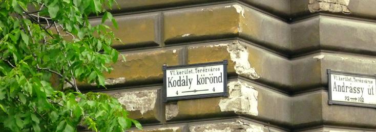 Un coin de rue à Budapest photographié par Bertrand Bolognesi