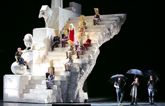 Wilfried Hösl photographie l'opéra de Péter Eötvös à Munich