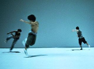 H2-2005, chorégraphie de Bruno Beltrão