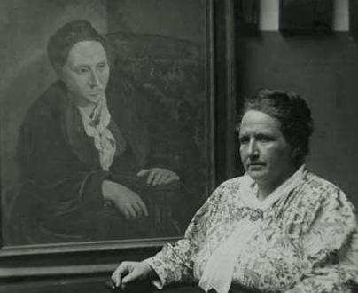 Man Ray photographie Gertrude Stein devant son portrait peint par Picasso