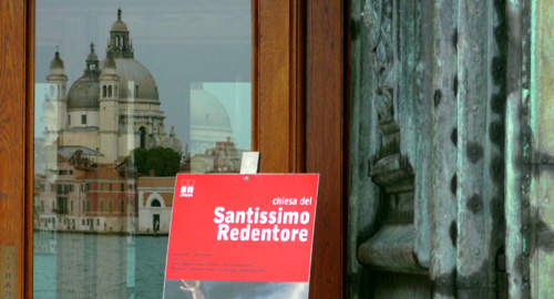 porte lumineuse à Venise par Bertrand Bolognesi