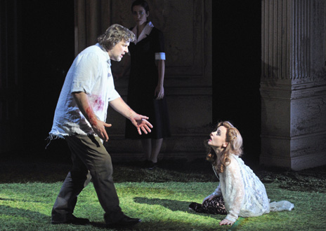 Christopher Ventris, Parsifal, tend la main vers Evelyn Herlitzius, Kundry