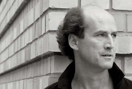 le chef d'orchestre Peter Rundel photographié par Henrik Jordan
