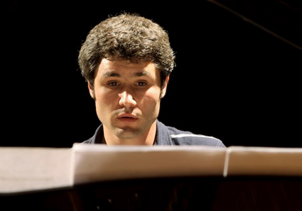 Astrid Karger photographie le pianiste Reto Staub
