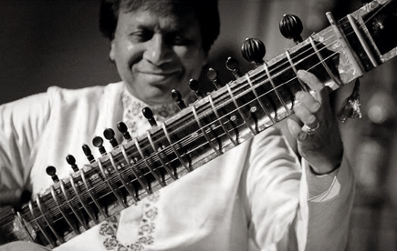 Marcus Simpson photographie le sitariste indien Shahid Parvez
